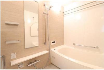 清潔感ある浴室スペースです!ミストサウナや浴室暖房乾燥機付きで機能性も!
