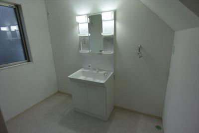 すっきりとした洗面所です。