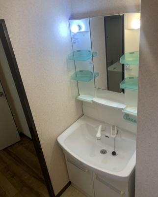清潔感溢れるスタイリッシュなデザインの洗面化粧台!リフォームで変更予定!