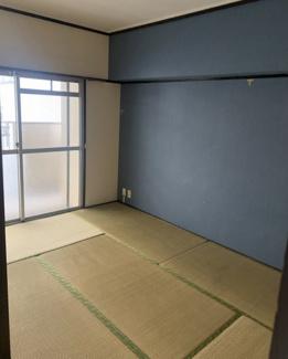 しっとりと落ち着いた雰囲気の和室!大きな収納付き!リフォームで畳替え予定!