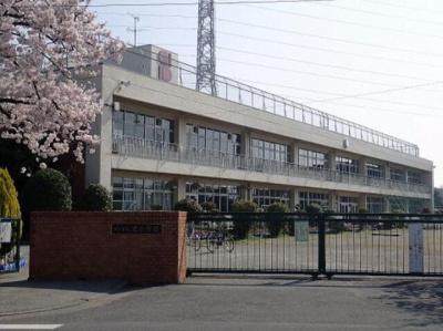 川口市立里小学校まで1326m