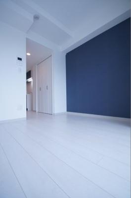 「白色の床材を使用したお部屋です」
