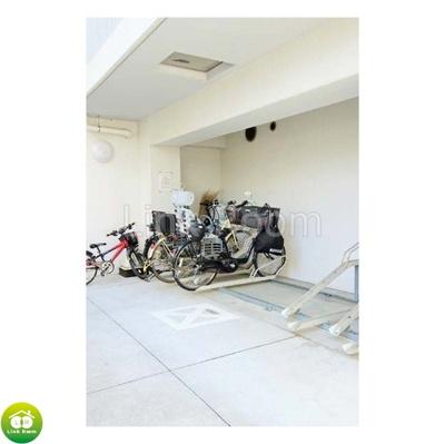 屋内駐輪場も完備