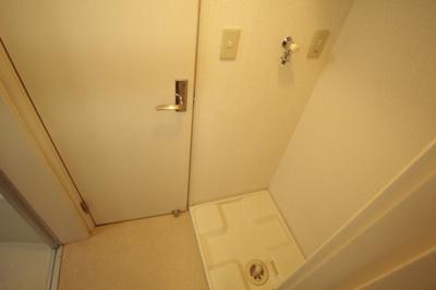 室内に洗濯機置き場があります♪