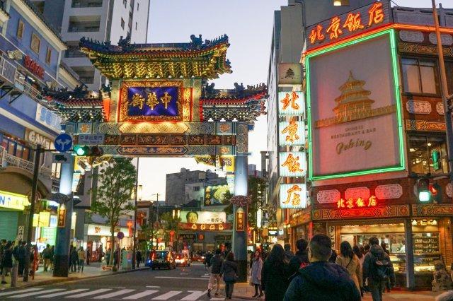 中華街東門(朝陽門) みなとみらい線「元町中華街」駅からすぐの中華街入口。徒歩4分。