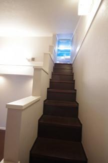 主寝室内、小屋裏収納への階段