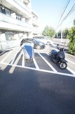 「敷地内に駐車場あります」