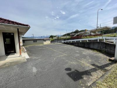 駐車スペースも複数台可能な敷地があります