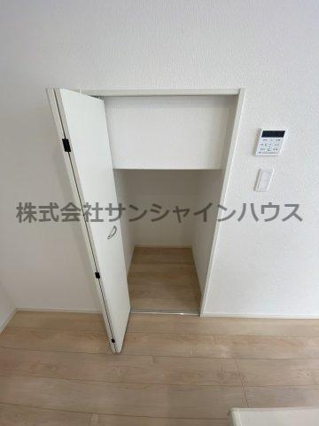 階段下も有効活用で収納となっております。