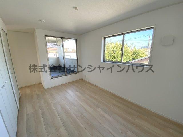 洋室7.7帖 ダブルベッドを置いてもゆとりのある広さです。