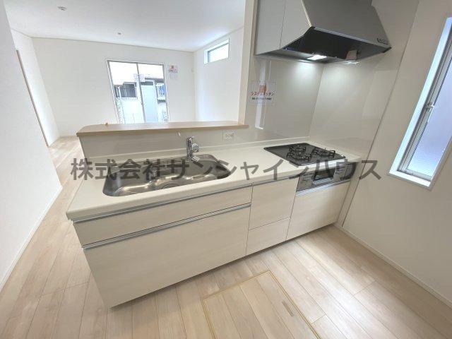 清潔感溢れる白を基調としたキッチンです。