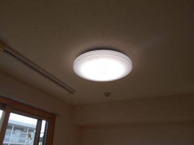 LDK居室照明(リモコン付)設備です☆