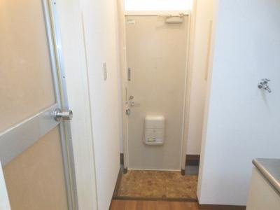 【玄関】アドウェル三軒茶屋B棟 ペット相談可 駅近 バストイレ別 室内洗濯機置場