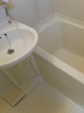 【洗面所】アドウェル三軒茶屋B棟 ペット相談可 駅近 バストイレ別 室内洗濯機置場