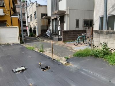 北側私道の通行掘削許可取得済み(2021.9.28撮影)。