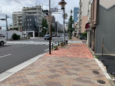 目黒通り沿いの売地(2021.9.28撮影)。