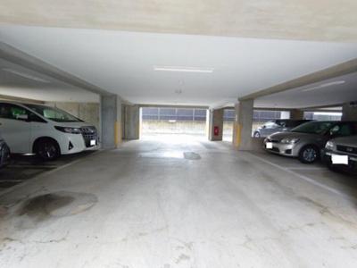 センシア山手大塚の駐車場です。