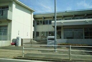 鹿島小学校まで490m