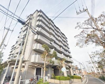 南海本線「尾崎」駅、徒歩約2分。