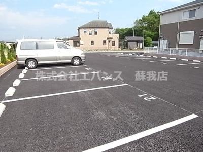 【駐車場】ハッピートゥモロー