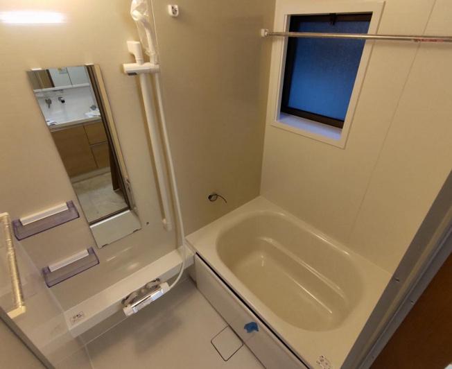 【同仕様写真】浴室はハウステック製の新品のユニットバスに交換します