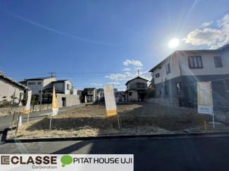 ・参考プラン価格:1760万(別途外構費110万)     ・建物価格は参考価格になります。 (弊社標準建物25.8坪で計算した価格です)       ・参考プラン延床面積:79.77㎡