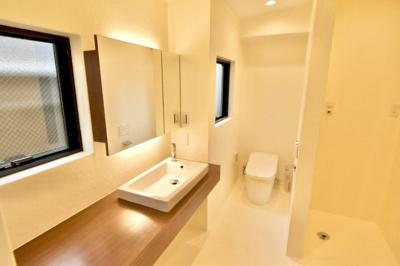 1階のトイレと洗面