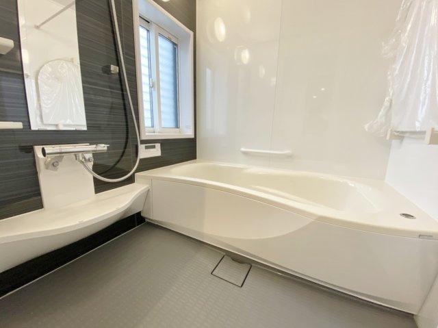 ゆったりとお寛ぎいただける浴室 寒い冬場の入浴や雨に日のお洗濯に便利な浴室換気乾燥機が標準装備です