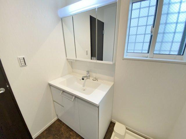 明るく清潔感溢れる洗面スペース 毎日使う場所だからこそ明るく快適な空間となっております