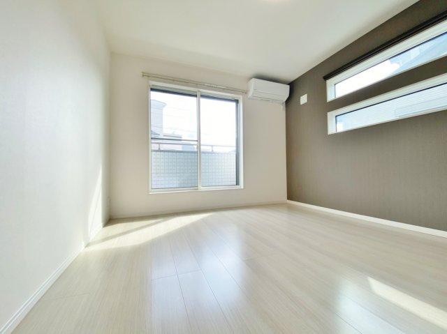 2階7.0帖洋室 主寝室にピッタリな広々とした一室 大型WICも完備し収納もしっかり確保