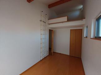 2階洋室約5.6帖のお部屋にも約2.5帖のロフト部分があります。
