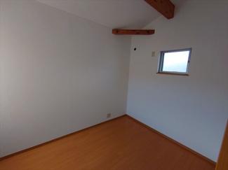 2階約5.0帖の洋室です。至るところにデザイン性を感じます。