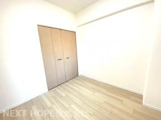 洋室5帖です♪各居室にはクローゼットが設けられており、室内を有効に使用していただけます!!