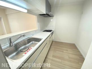 新品のシステムキッチンです♪食器洗い乾燥機付きで忙しい奥様の強い味方ですね(^^)