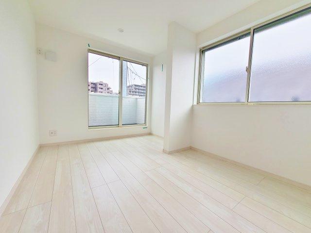 3階6.2帖洋室 バルコニーに面し開放感のある一室です