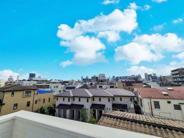 スカイバルコニーからの眺望 都心に近いながら広々とした空を望め開放感的♪♪