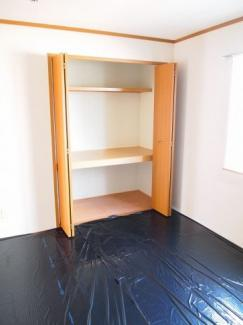 和室のお部屋になります。収納スペースもあります。