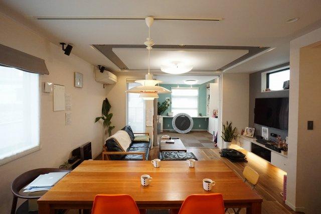 LDK23.6帖の大空間は家族の集まる団らんスペース、明り取りの窓からからも光の集まる陽だまりの空間です。