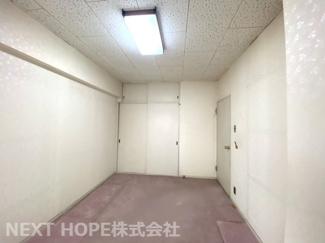 玄関横の洋室です♪収納スペースも設けられており、室内を有効に使用していただけます!ぜひ現地でご覧ください!お気軽にネクストホープ不動産販売までお問い合わせを!!