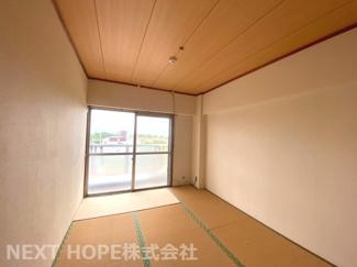 南向きバルコニーに面した和室6帖です♪明るく開放的な居室です!ぜひ現地でご確認ください(^^)お気軽にネクストホープ不動産販売までお問い合わせを!!
