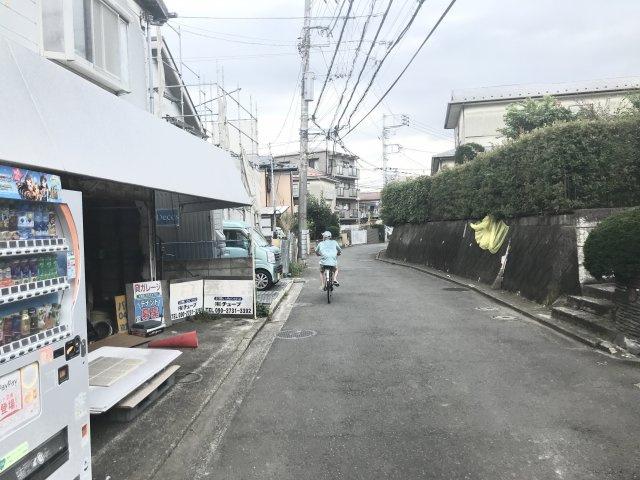 【前面道路含む現地写真】小机町 売地