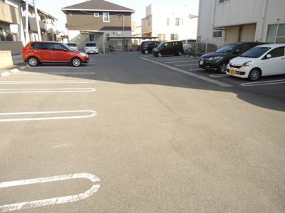 【駐車場】ヴィラ・ラシュレ B棟