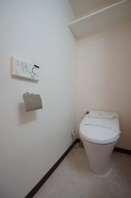 「スタイリッシュなタンクレストイレ」