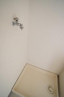 洗濯機置き場も室内にございます。