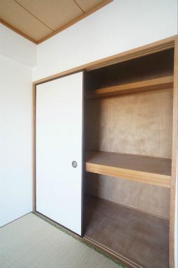 収納のためのスペースです ※同じ間取りの301号室の写真になります。