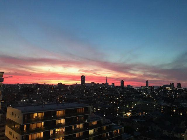 美しい夕日を楽しめるのも、視界を遮るものがない高層階の特権ですね♪