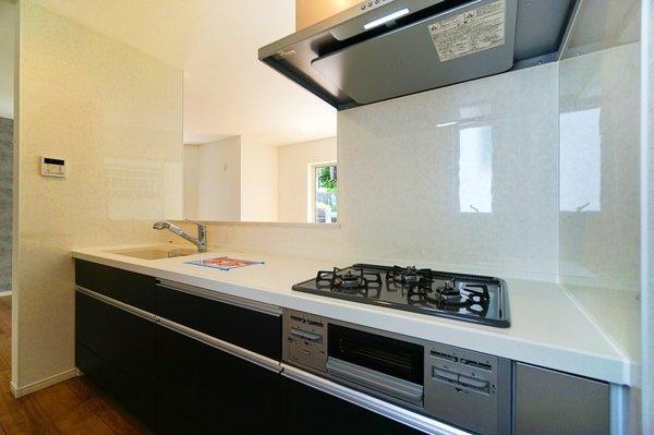同仕様、3口コンロのキッチン♪ 広々としたキッチンは料理もはかどります