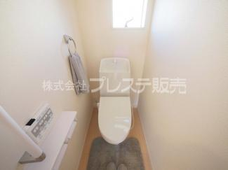 2階トイレ施工例/温水洗浄便座を標準装備!