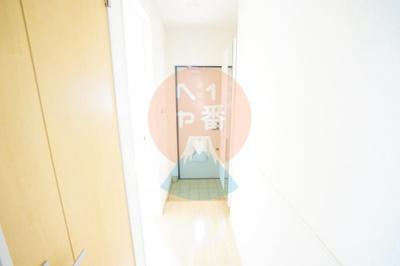廊下と玄関です