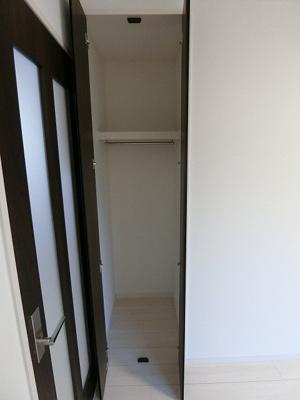 「ハンガーポール付の収納スペース」